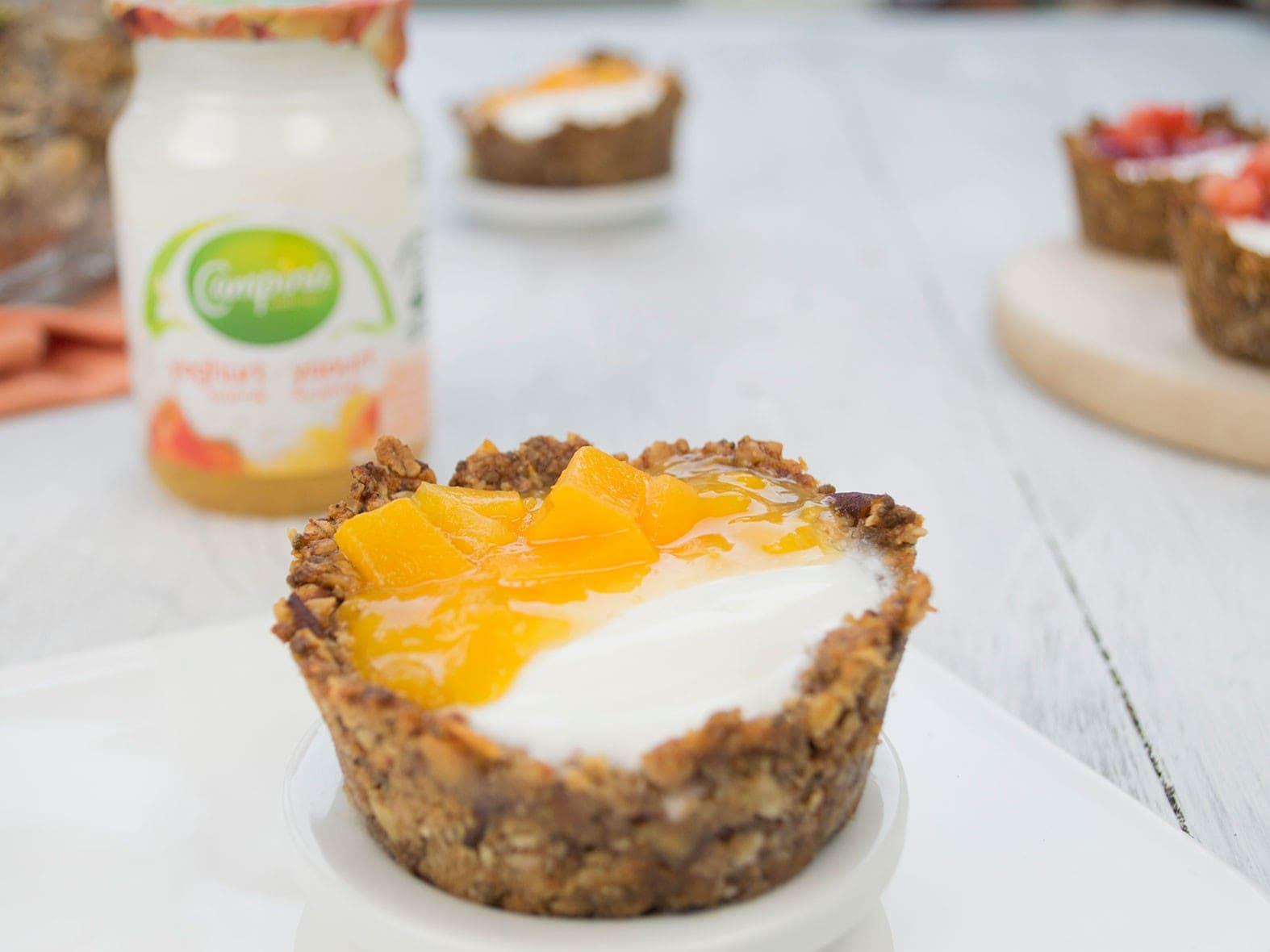 Granola cups met fruitige yoghurt