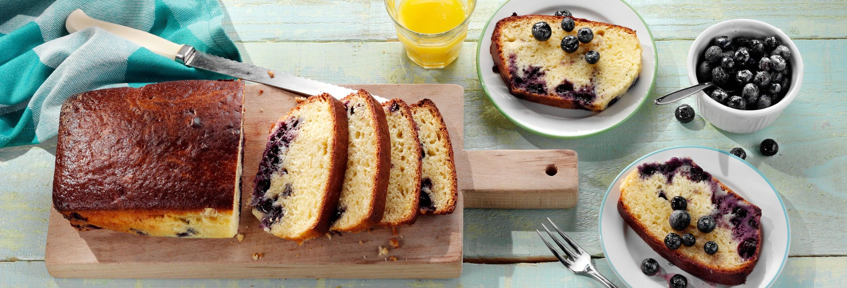 Cake met plattekaas en blauwe bessen