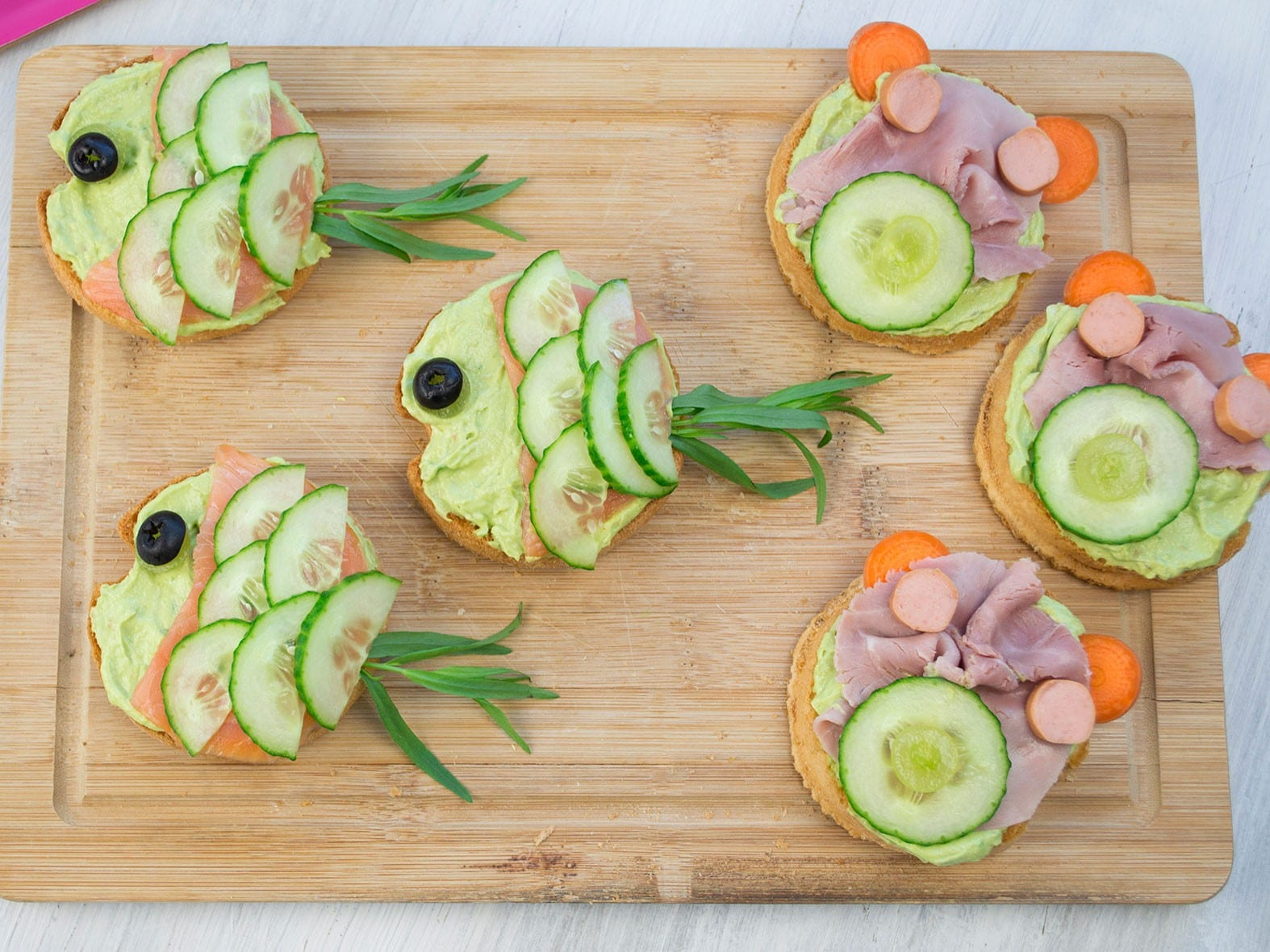 Beestige toasts met avocado-plattekaas spread