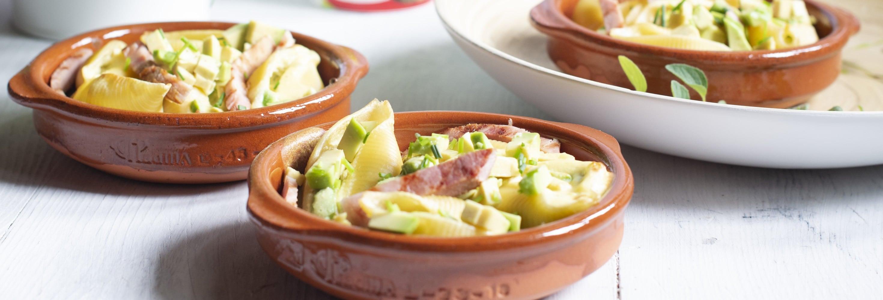Gegrilde pastaschelpjes met plattekaas-avocado-vulling en ham