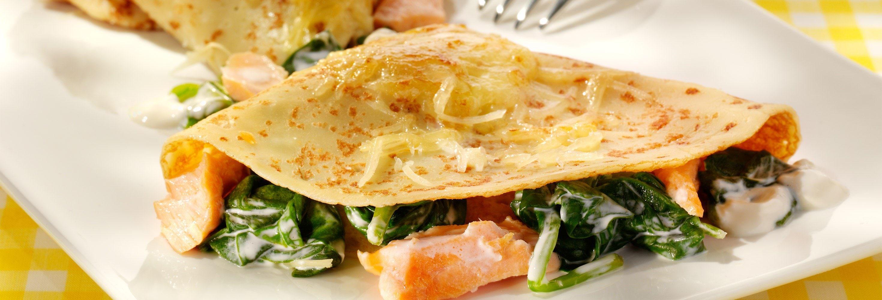 Hartige pannenkoeken met zalm en spinazie