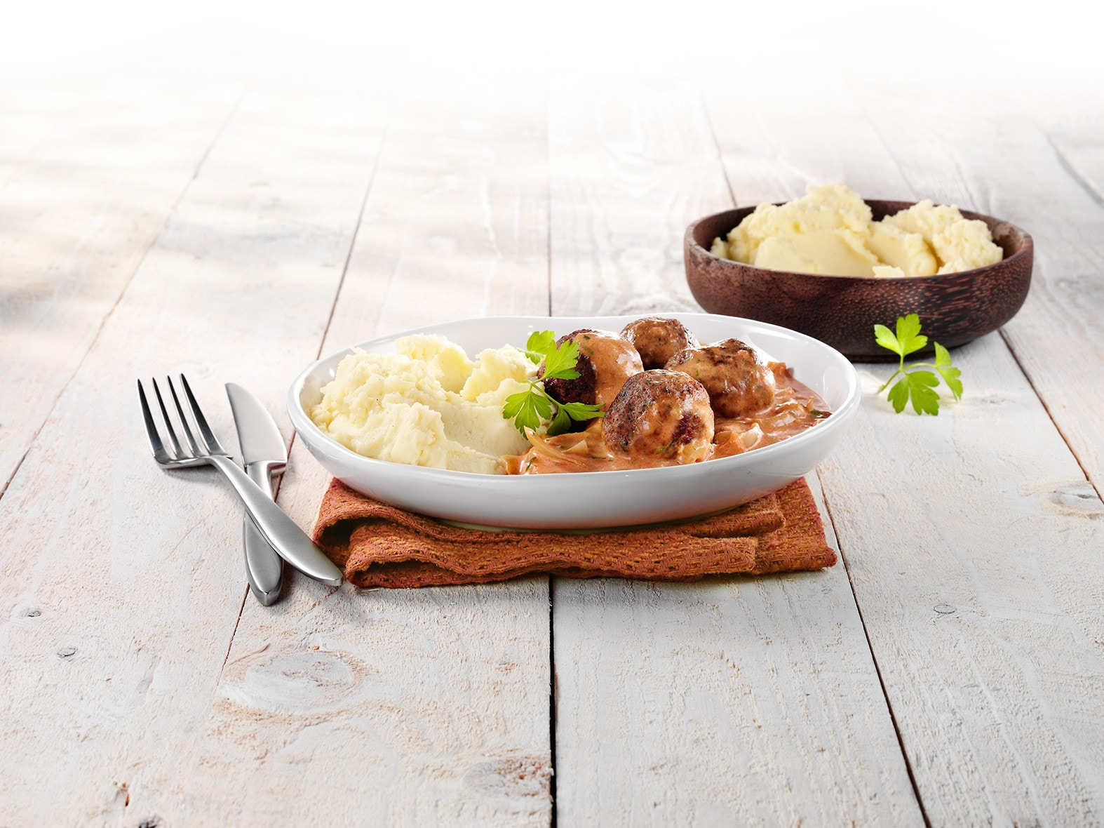 Lamsballetjes met tomatenroomsaus en aardappelpuree